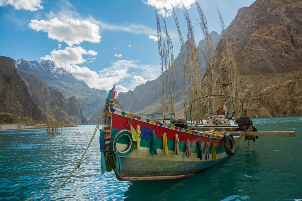 A_boat_at_Attabad_Lake