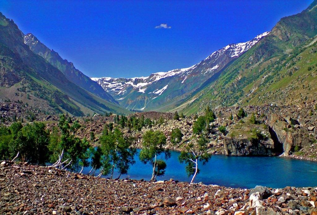Lake_Naltar,_Naltar_Valley,_Dist._Gilgit,_GB
